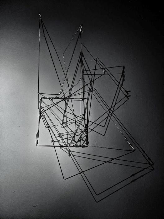 Photo of geometric wirebending art